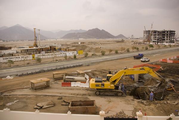 We live on a construction site! ... (8 Photographs)
